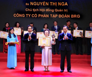 "Madame Nguyen Thi Nga, Chairwoman of BRG Group, honoured with ""Outstanding Vietnamese Entrepreneur"""