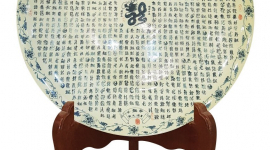 "1,000 word ""Long"" in calligraphy Chu Dau Ceramic plate awarded the world Guiness record"